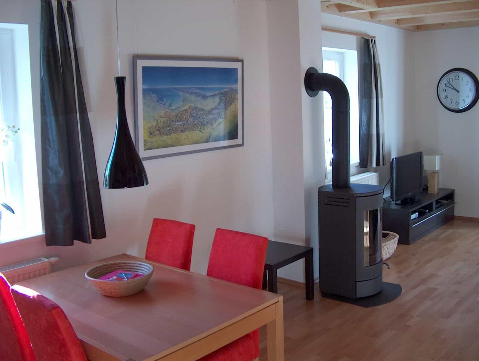 KWO villa te koop - eetkamer en houtkachel